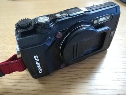 調査道具の1つ防塵カメラ(オリンパスのタフシリーズ)