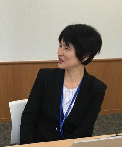 インタビュー中の広野郁子さん(マーケティングコンサルタント)