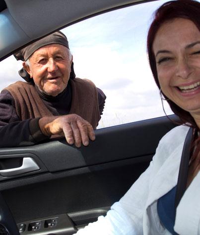 Kipro gidė Mary Patroklou iš Pafoso miesto automobilyje