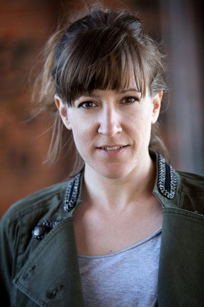 Portrait Katharina Riepler grüne Jacke