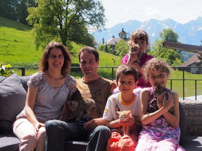 Lilian und Urs Baumann-Wegmüller mit Kindern