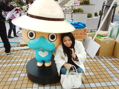 スイーデコLOVEWING代表の『赤嶺理奈子』と沖縄県南城市を代表するキャラクター『なんじぃ』の2ショット?