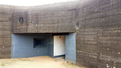 This is the entrance to the Jäger-Type casemate for a 10.5cm gun covereing the harbour