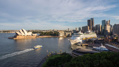 Sidney´s famous Opera house and Central Business District CBD
