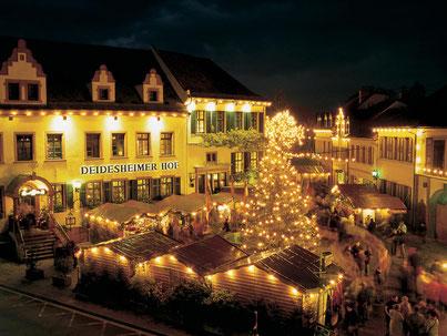 Über 100 Buden sorgen für das stimmungsvolle Ambiente des Deidesheimer Advents. Foto: Stadt Deidesheim