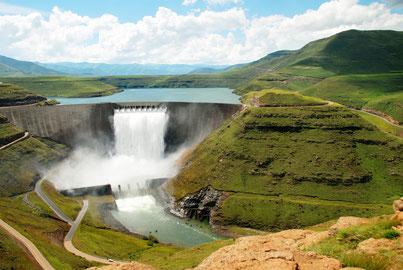 """Staudämme wie hier der Katse-Damm in Lesotho galten lange Zeit als Symbole einer erfolgreichen """"Modernisierung""""."""