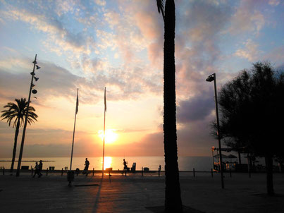 Enjoying the sunrise at the beach in Barcelona_Recommendations by Barcelona by locals