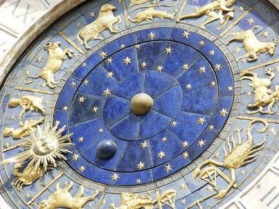 Uhr mit Tierkreiszeichen, Sternzeichen