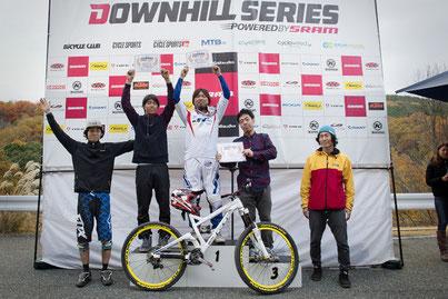 DOWNHILL SERIES第5戦菖蒲谷森林公園の表彰式