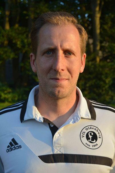 Nicht nur als Trainer der Dritten erfolgreich. Sebastian Schmacker kann auch Fußball --- spielen...