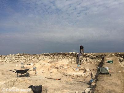 Ausgrabungen in Avren-Bobata südlich der Befestigungsmauer.
