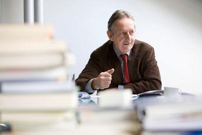 """""""Das ordentliche Rücktrittsalter soll den Arbeitsmöglichkeiten angepasst und flexibler gestaltet werden"""", fordert Professor Ernst Brugger."""