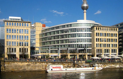 Die Helmholtz-Geschäftsstelle in Berlin-Mitte (Nachweis siehe unten).