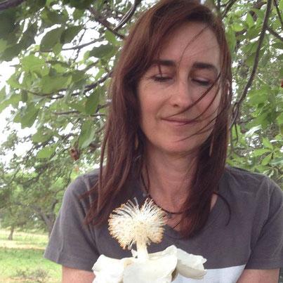 バオバブの花とエッセンスの作り手メリッサ