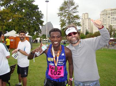 Lemawork Ketema im Ziel des Rio-Marathons 2015, wo er den zweiten Rang erreichte. (Foto: Harald Fritz)