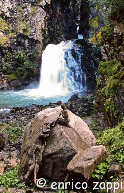 La prima delle tre cascate a Riva di Tures