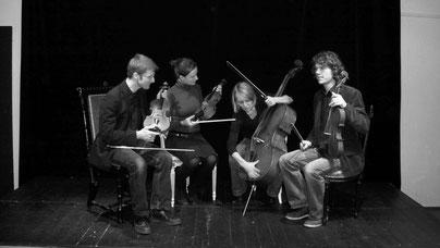 Streichquartett: Das Ellern - Quartett beim Foto - Termin