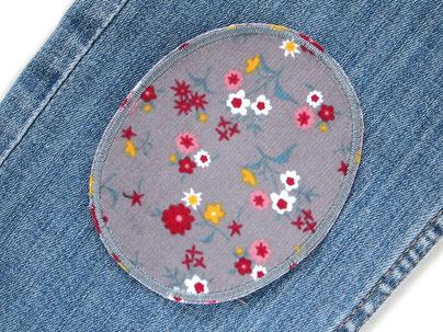 Bild: Flicken zum aufbügeln für Cordhosen, Hosenflicken aus Cord mit Blümchen grau, Bügelflicken für Mädchen