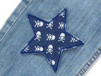 Stern Jeansflicken mit kleinen Totenköpfen, Bügelflicken Stern dunkelblau