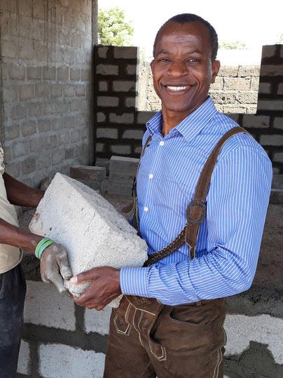 Ibrahim Ismael auf der Baustelle in Bawku