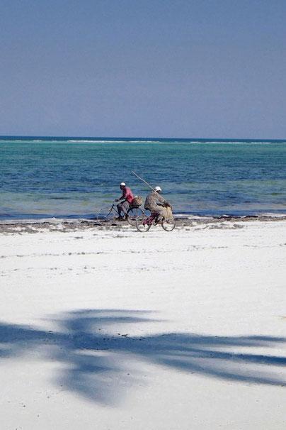 Touristen sehen wir kaum aber öfters radfahrende Fischer