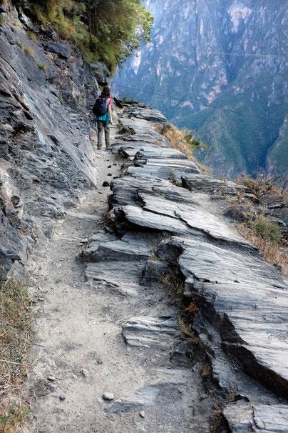 trail tiger leaping gorge, tigersprungschlucht wanderung