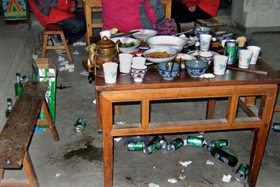 Tisch einer chinesischen Reisegruppe