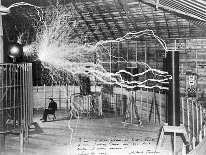 Nikola Tesla in seinem Labor