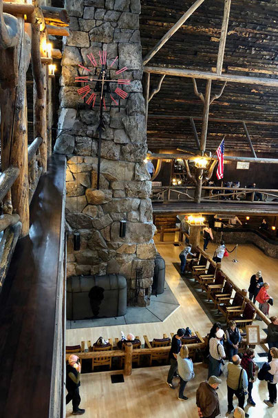 Yellowstone Old Faithful Inn Lobby Kamin