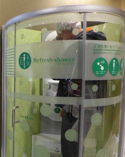 Refresh-Shower Patchinko arcade Shinjuku Tokio