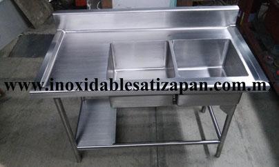 Fabricado totalmente en lamina de acero inoxidable T-304, grado alimenticio, material 100% acero inoxidable antimagnético.