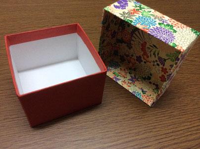 結婚式の引き出物を収納する、友禅紙と鳥の子紙を使った貼箱