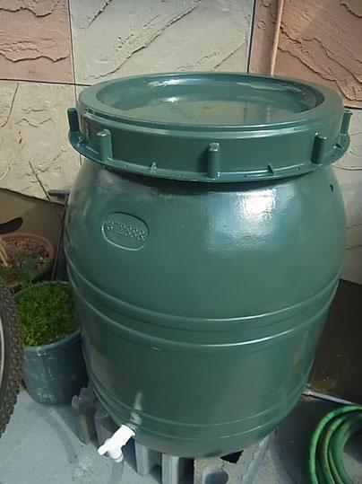 熊本市K様家外壁塗装及び屋根塗装後に設置した雨水タンク。グリーンカラー170L容量