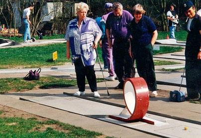Training am Salto (von links: Eva-Marie Schwing, Ingo von dem Knesebeck, Christa Schäperklaus, Peter Paap)