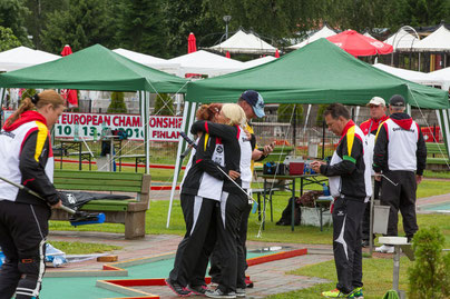 Es ist vollbracht: Die beiden deutschen Finalistinnen liegen sich in den Armen