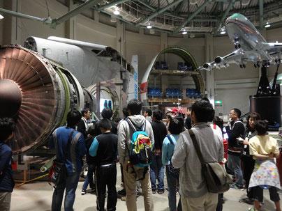 航空科学博物館での見学の様子