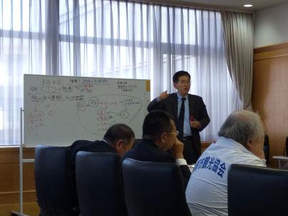 地元のメニューづくりについて提言する小松経済活性化部会長