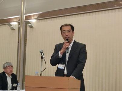 成田空港の更なる機能強化について説明する山中課長(千葉県空港地域振興課)