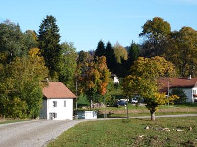 kleine gezellige dorpjes midden in de natuur, herfst
