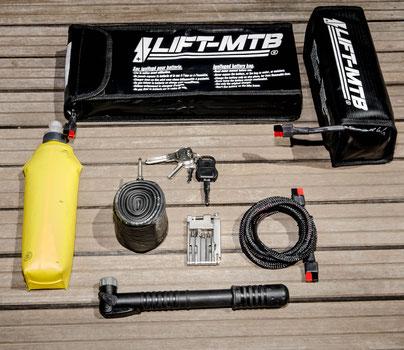 Batteria scarica di grande formato e batteria quadrata di piccolo formato.