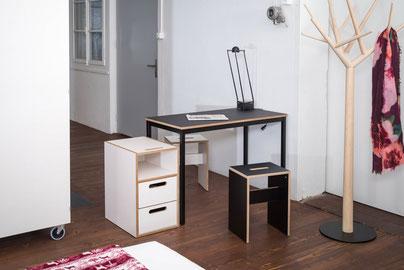 room³ Linotisch mit Pultkorpus und Hocker