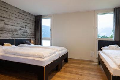 links Doppelbett, rechts Einzelbett