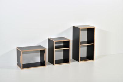 links kleines Regal (liegend oder stehend), mitte Regal mit verstellbarem Tablar, rechts grosses Regal mit Mittelwand (stehend oder liegend)