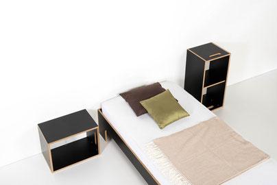 links das kleine room³ Regal als Nachttisch