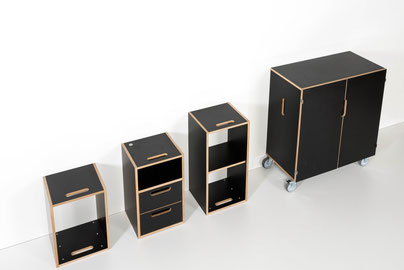 Von links: Kleines Regal / Nachttisch mit Schubladen / grosses Regal mit Mittelwand / Spind klein