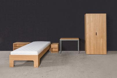 Objekt Möblierung für Kliniken. Bett, Nachttisch, Regal, Schreibtisch und Patientenschrank.