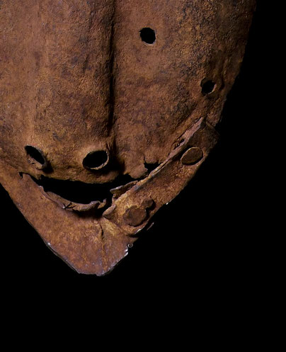 Iron dogon mask with clasp