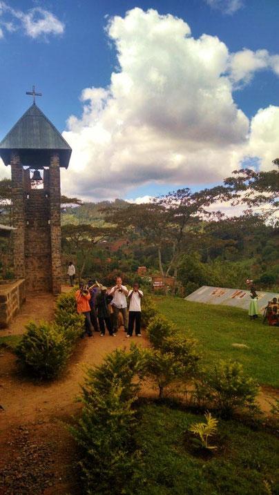 Blechbläser vor der Kirche in Gonja, Tansania
