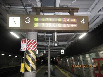人気のない駅のプラットホームが好きだ。