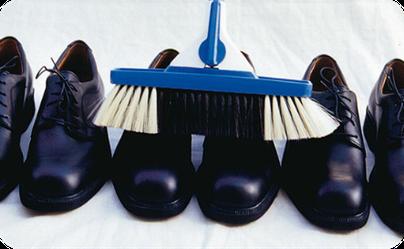 Wer wird schon seine Schuhe auf diese Weise putzen?©SOLO-MED GmbH